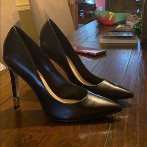 Guess pump shoes black